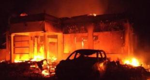 Turun ke Sampang, Kapolda Jatim Klaim Pembakaran Mapolsek Tambelangan Akibat Misskomunikasi